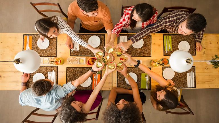 10 nasvetov za lepo vedenje pri mizi