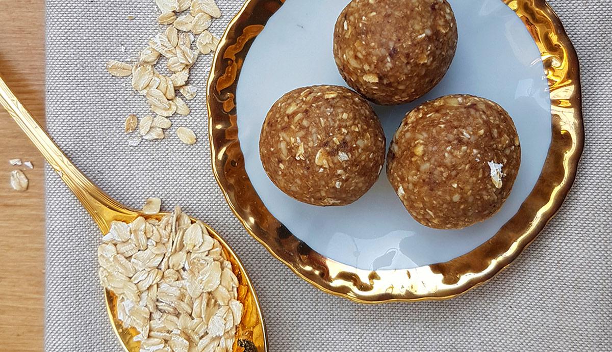 Presne kroglice z ingverjem in indijskimi oreščki