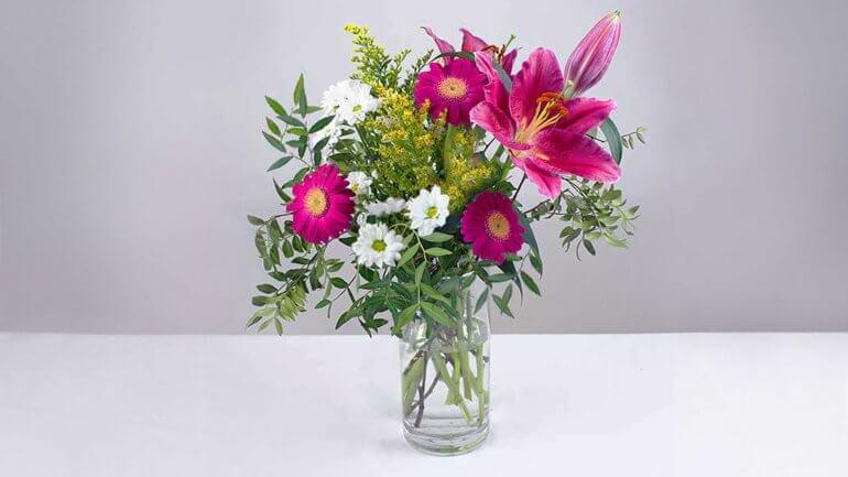 Kako urediti šopek cvetja v vazi?